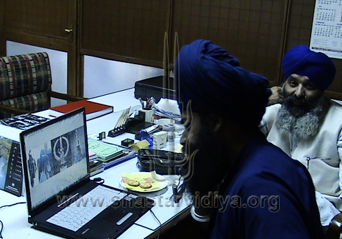 Gurdev Nidar Singh Nihang discussing www.shastarvidiya.org with Bhai Uday Singh, nephew of the late great Buddha Dal chief, Akali Nihang Baba Santa Singh, Patiala, Punjab