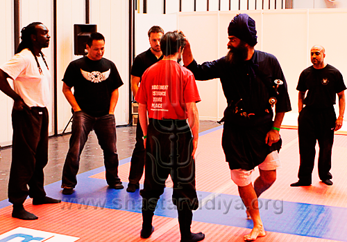 Nidar Singh Nihang demonstrating the principles of Shastar Vidiya, with Maul Mornie, Martial Arts Festival, Birmingham